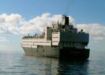 """El buque """"Abou Karim III"""", ex """"Julia del Mar"""", fondeado en el puerto de Santa Cruz de Tenerife"""