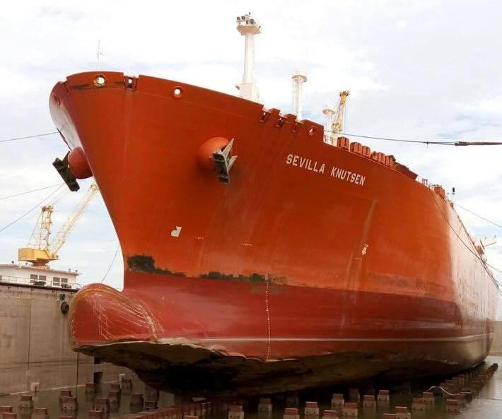 En la imagen se puede apreciar el daño sufrido en la proa del buque