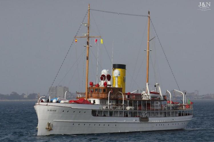 """El yate """"Delphine"""", a su llegada al puerto de Algeciras"""