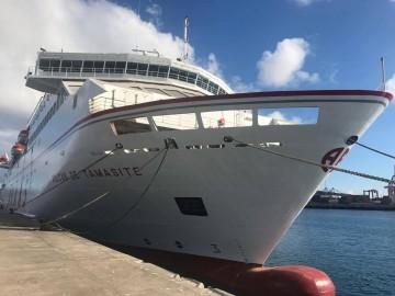 """El buque """"Volcán de Tamasite"""", en su atraque frente a Capitanía Marítima de Las Palmas"""