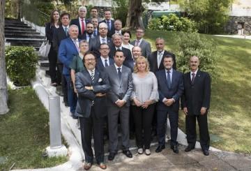 Foto de familia de los representantes de Servisa y Mémora con el Cuerpo Consular en Santa Cruz de Tenerife