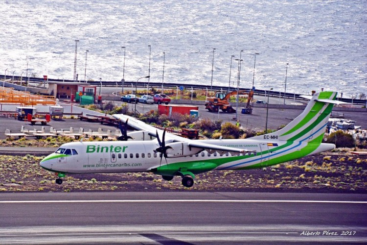 Viajar entre islas en el transporte aéreo es caro