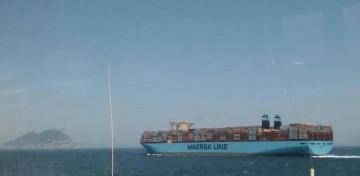 """El buque """"Madrid Maersk"""", dirigiéndose a la bahía de Algeciras"""