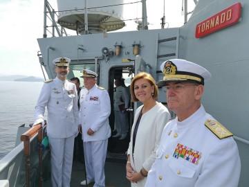 """El rey Felipe VI, el rey Juan Carlos I, la ministra de Defensa y el AJEMA, a bordo del BAM """"Tornado"""""""