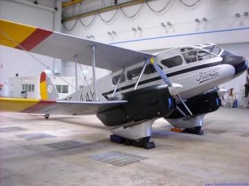 Este es el avión DH.89 Dragón Rapide de la FIO patrocinado por Iberia en su 90º aniversario