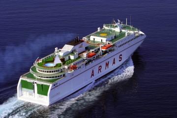 """Panorámica del buque """"Volcán de Tamasite"""" en sus pruebas de mar"""