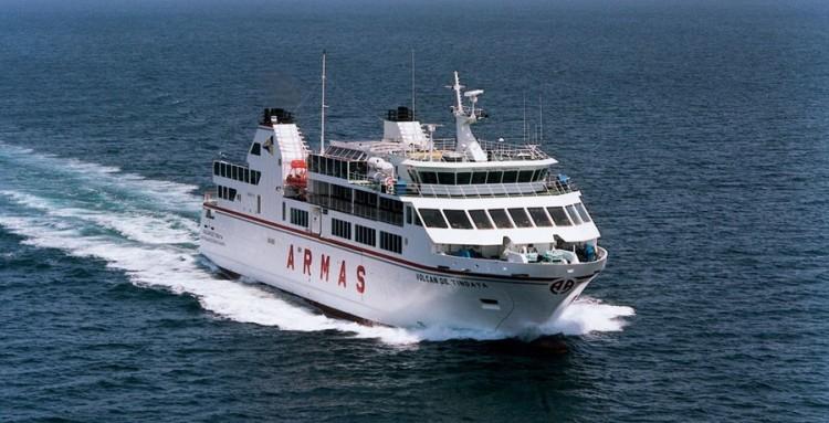 """El buque """"Volcán de Tindaya"""" cubre la línea Corralejo-Playa Blanca"""