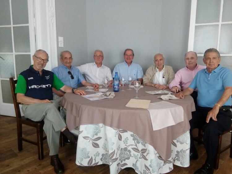 El grupo de antiguos directivos y responsables, en su reciente encuentro en Madrid