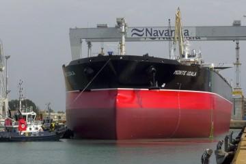 """El petrolero """"Monte Udala"""",  a su puesta a flote en Navantia Puerto Real"""