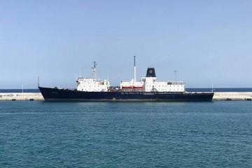 """El buque-escuela estadounidense """"State of Maine"""", atracado en el puerto de Alicante"""