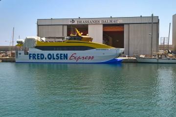 """El catamarán """"Benchi Express"""", ayer, en Arenys de Mar"""