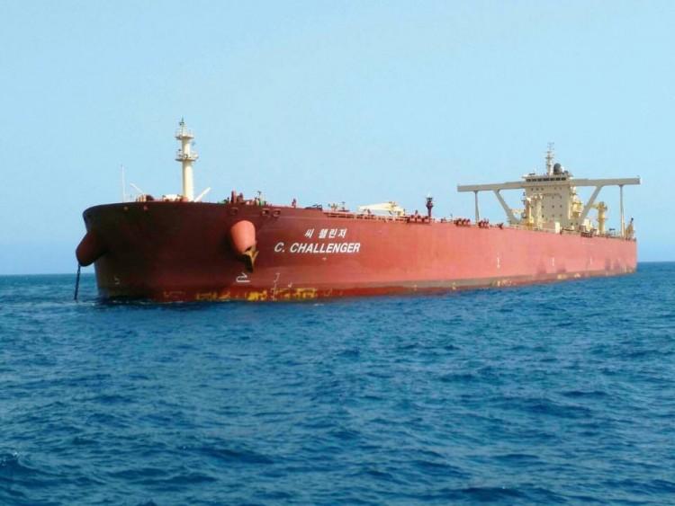 """El petrolero panameño """"C. Challenger"""", en aguas del puerto de Santa Cruz de Tenerife"""