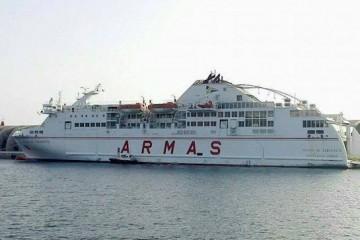 """El ferry """"Volcán de Taburiente"""", atracado por primera vez en el puerto de Los Cristianos"""