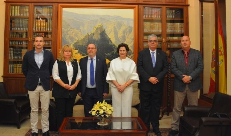 Foto de familia del comité directivo del Cuerpo Consular para el periodo 2017-2019