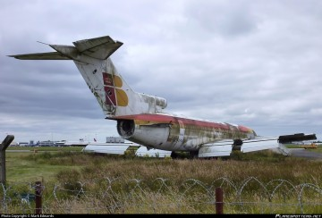 El avión ex EC-CFA, a medio desguace en Shannon (Irlanda)