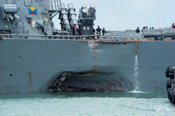 Boquete abierto en la banda de estribor del buque norteamericano