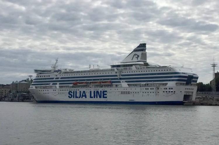 """El buque """"Silja Serenade"""", atracado en el puerto de Helsinki"""