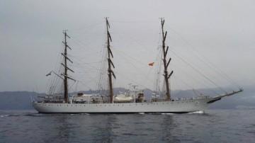 """La fragata ARA """"Libertad"""", navegando entre Tenerife y La Gomera"""