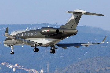 "Atractiva librea de este avión Bombardier ""Challenger"" 300 de Zeptair AG"