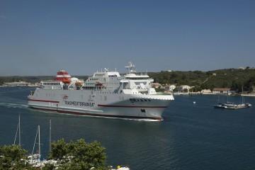 """El ferry """"Juan J. Sister"""" atiende el grueso de la línea Barcelona-Menorca"""