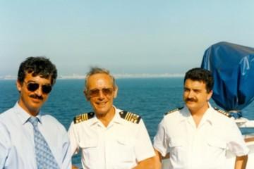 El capitán Antonio Díaz-Llanos González, flanqueado por Juan José Martínez Olivera y Fernando Pérez Labajos