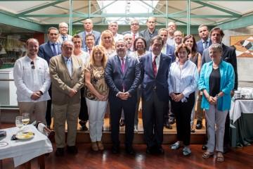 Asistentes al encuentro entre la ULL y el Cuerpo Consular acreditado en Santa Cruz de Tenerife