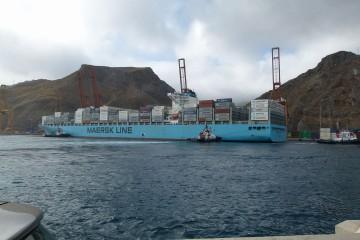 """El buque """"Maersk Genova"""", atracado en la terminal de TCT"""