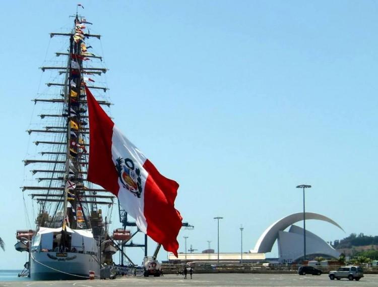 """El buque-escuela peruano """"Unión"""", en Santa Cruz de Tenerife"""