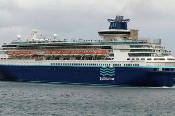 """El buque """"Monarch"""", atracado en el puerto de Santa Cruz de Tenerife"""