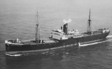 """El buque """"Castillo Bellver"""", navegando  por el canal de la Mancha"""