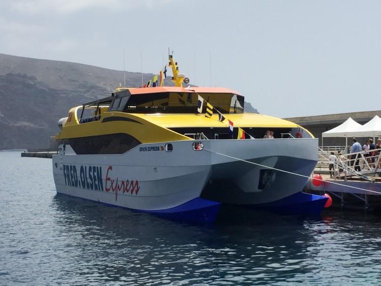 """El catamarán """"Benchi Express"""" ha restablecido la línea interior gomera"""