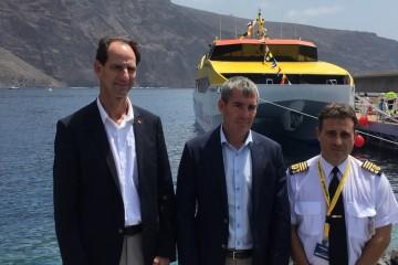 """Andrés Marín, Fernando  Clavijo y el capitán José Manuel """"Mel"""" Bethencourt, en el acto celebrado en Valle Gran Rey"""