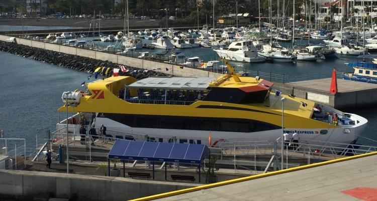 """El catamarán """"Benchi Express"""" abre hoy una nueva etapa en la línea interior gomera"""