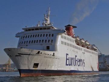 """El buque """"Euroferrys Atlántica"""", en aguas de la bahía de Algeciras"""