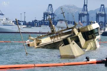 """El buque """"Panagia Parou"""" vuleve poco a poco a la superficie"""