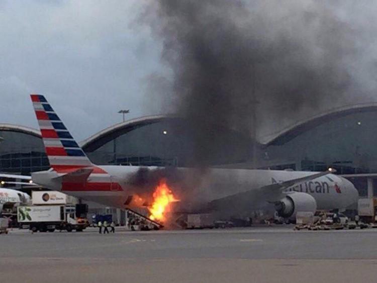 El fuego afectó a la carga de un avión B777 de American Airlines en el aeropuerto de Hong Kong