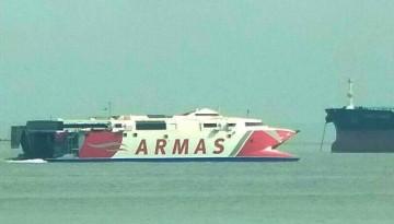 """El catamarán """"Alborán"""", en aguas de la bahía de Algeciras"""