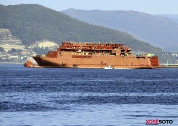 Maniobra del buque de Trasmediterránea, aún sin nombre, para la varada en dique