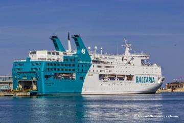"""El ferry """"Regina Baltica"""" cubre la línea Valencia-Argelia"""