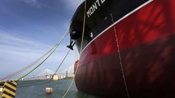 """El petrolero """"Monte Udala"""", a flote desde ayer en el astillero de Puerto Real"""