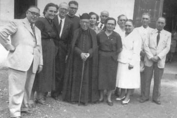El padre Pons Comallonga, en Fuencaliente de La Palma, con un grupo de feligreses