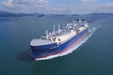 """El buque metanero ártico """"Eduard Toll"""" está en pruebas de mar"""