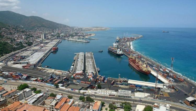 Panorámica del puerto de La Guaira, el principal de Venezuela