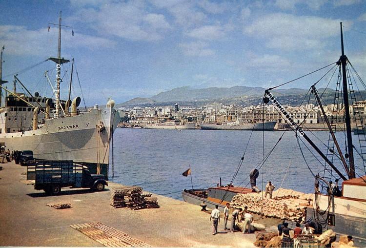 Estampa marinera de mediados de la década de los sesenta en el puerto tinerfeño
