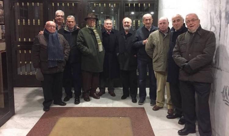 Foto de familia del encuentro de veteranos de Trasatlántica celebrado hoy en Madrid