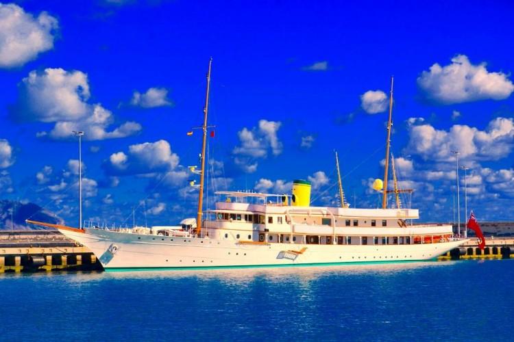 """El yate """"Haida G"""", atracado en el puerto de Santa Cruz de Tenerife"""