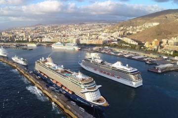 El puerto de Santa Cruz de Tenerife está en pleno apogeo de la temporada turística