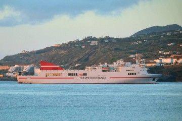 """El buque """"Albayzin"""", a su llegada al puerto de Santa Cruz de La Palma"""