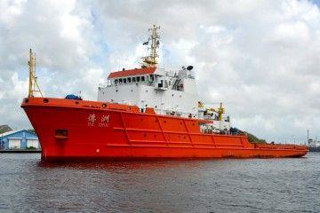 """El remolcador """"De Zhou"""" trae a remolque una sección del dique flotante de Palumbo Tenerife"""