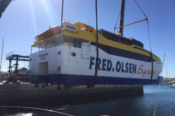 """Maniobra de izada y puesta en seco del buque """"Benchi Express"""""""